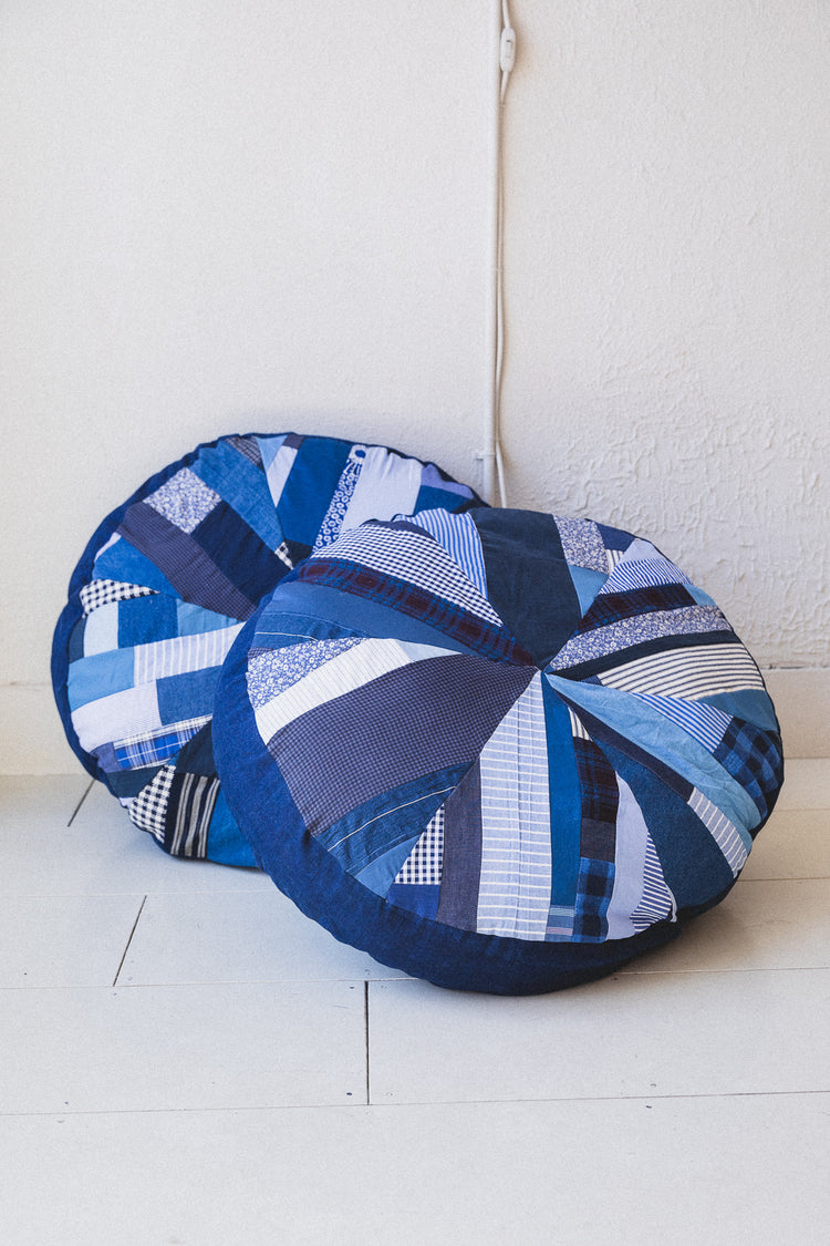 QUILTED POUFS IN BLUE