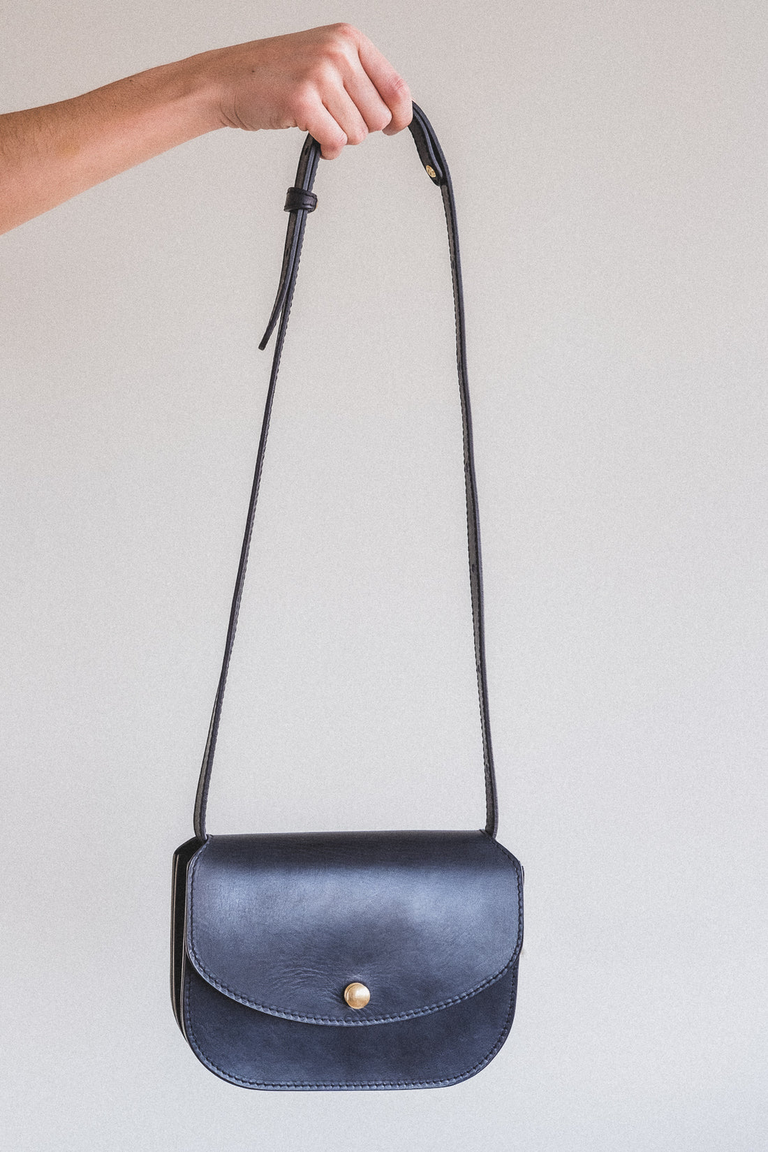 PO CROSSBODY IN BLACK VACHETTA LEATHER
