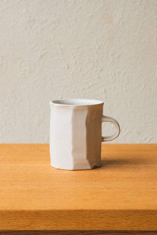 FACET CARVED MUG IN WHITE GLAZE