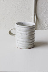 RING CARVED MUG IN WHITE SPECKLED GLAZE
