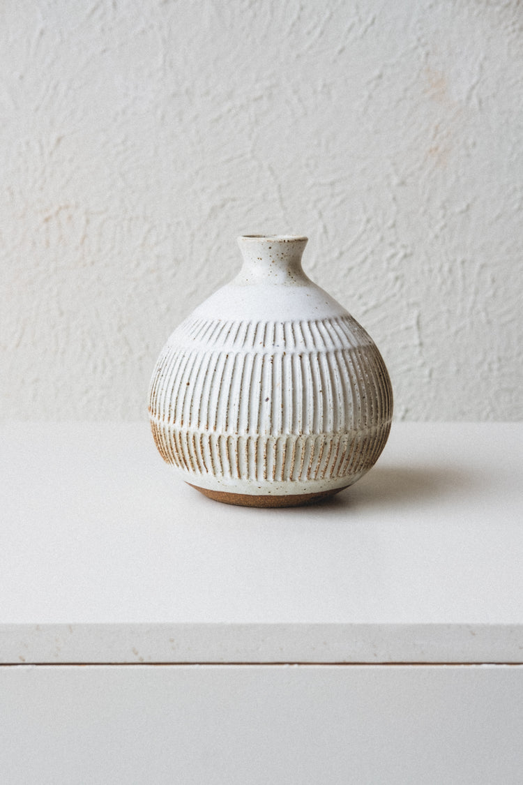 TULIP VASE IN SPECKLE WHITE