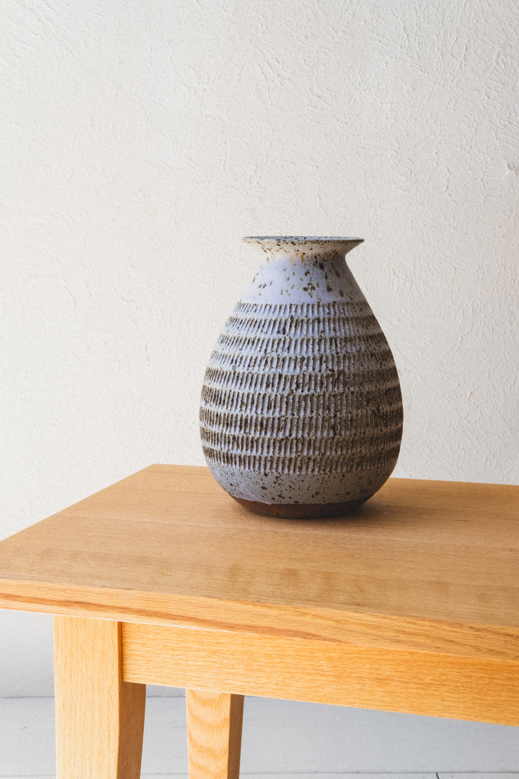 SPOTTY KNOTCHED VASE WITH LIP