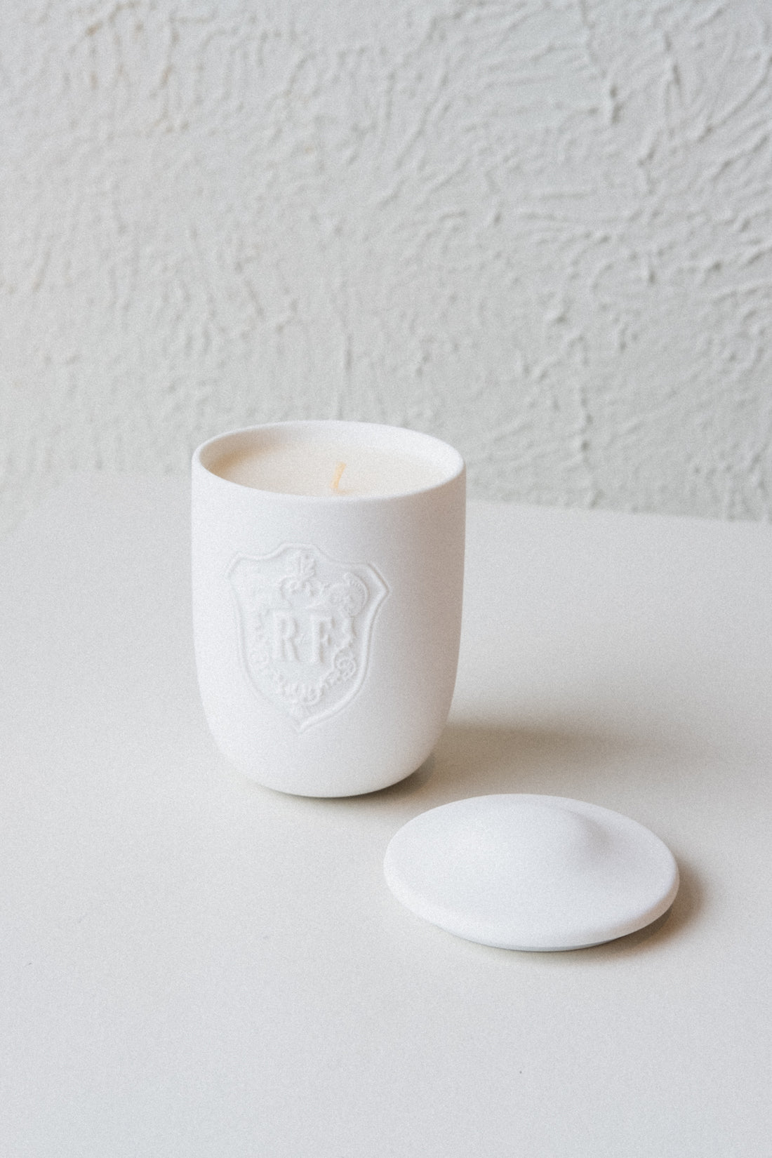 RETURN ARTEFACTS PERFUMED CANDLE