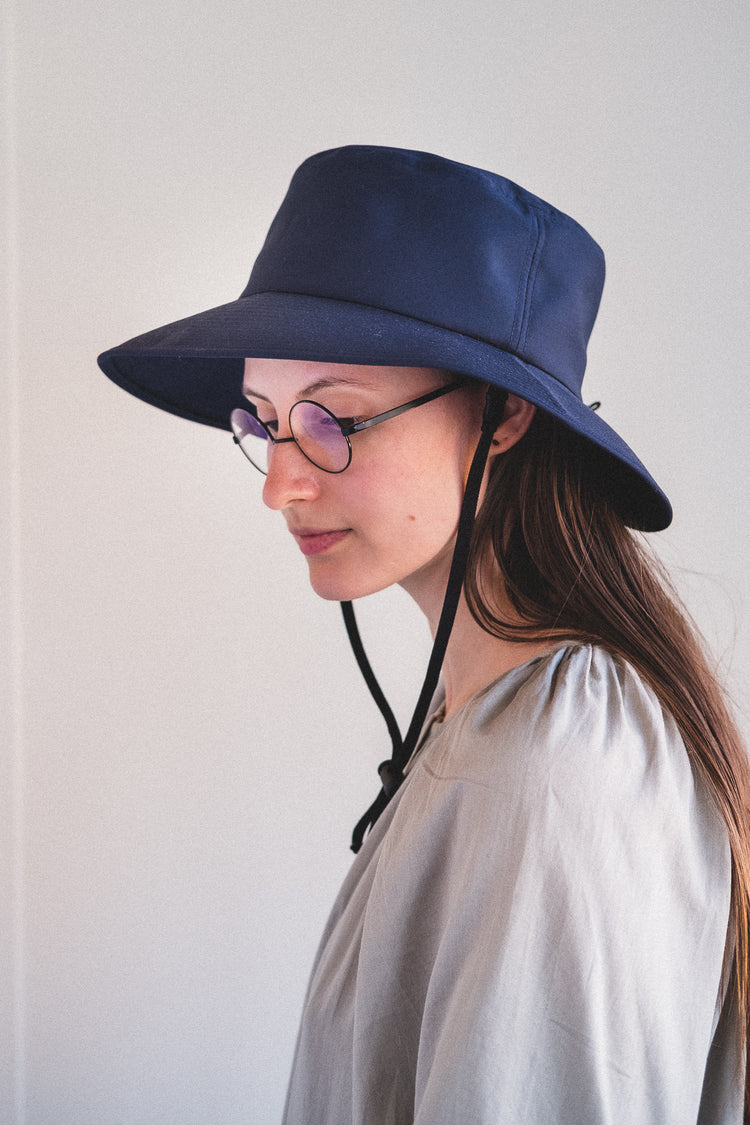 RISSO BUCKET HAT IN DARK NAVY