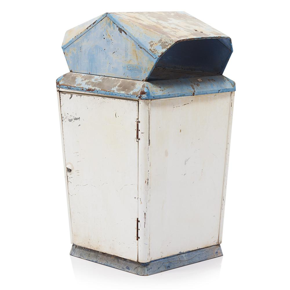 Decorative Outdoor Patio Garbage Cans  from cdn.shopify.com
