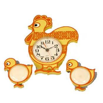 Spartus Hen with Two Chicks Wall Clock