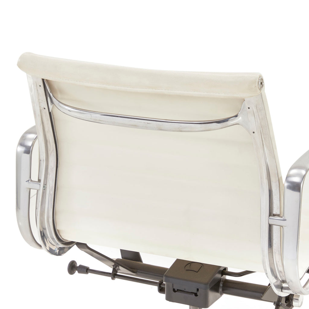 Low Back White Aluminum Group Rolling Office Chair