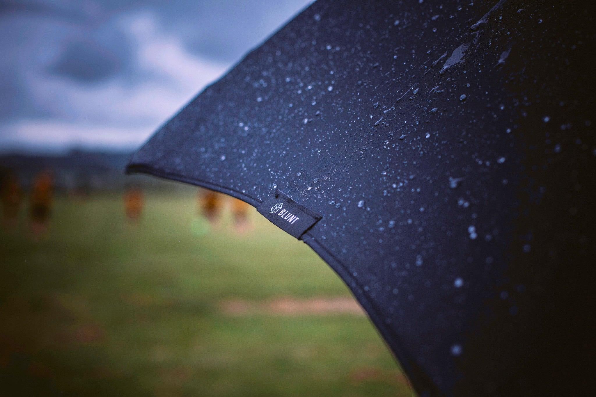 Golf Blunt Umbrella Lifestyle Shot