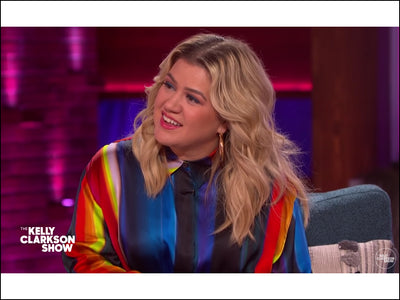 KELLY CLARKSON WEARS LULU DHARMA HOOPS