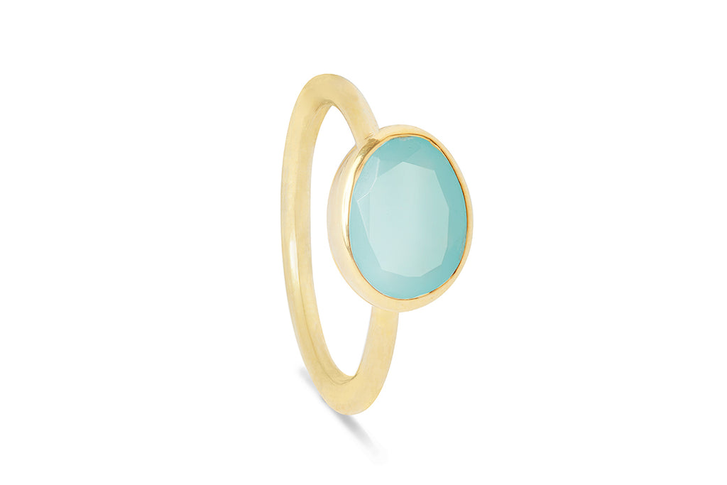 Peru Chalcedony and Gold Oval Gemstone Ring