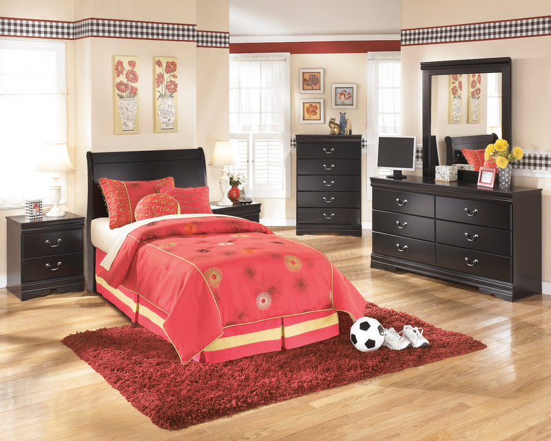 Ashley Huey Vineyard 6 PC Full Sleigh Headboard Bedroom Set  With Two Nightstand & Chest In Black