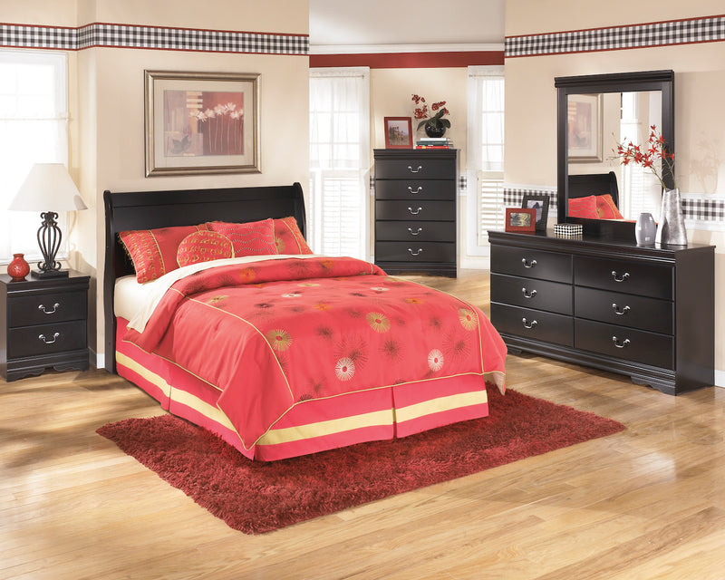 Ashley Huey Vineyard 5PC Queen Sleigh Headboard Bedroom Set With Two Nightstands In Black