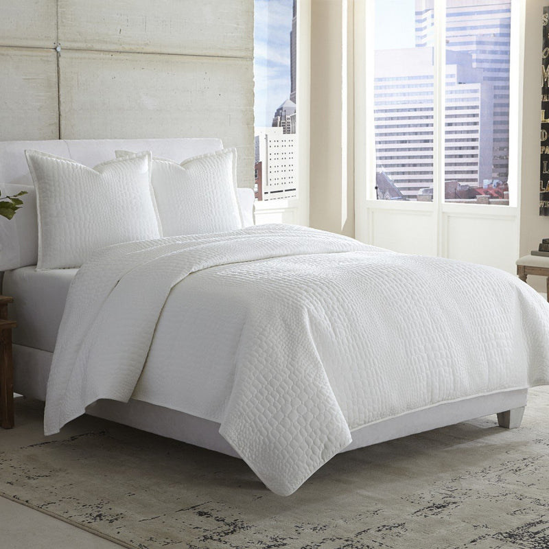 Aico Amini Ashworth 3 pc Queen Covelet/Duvet in White