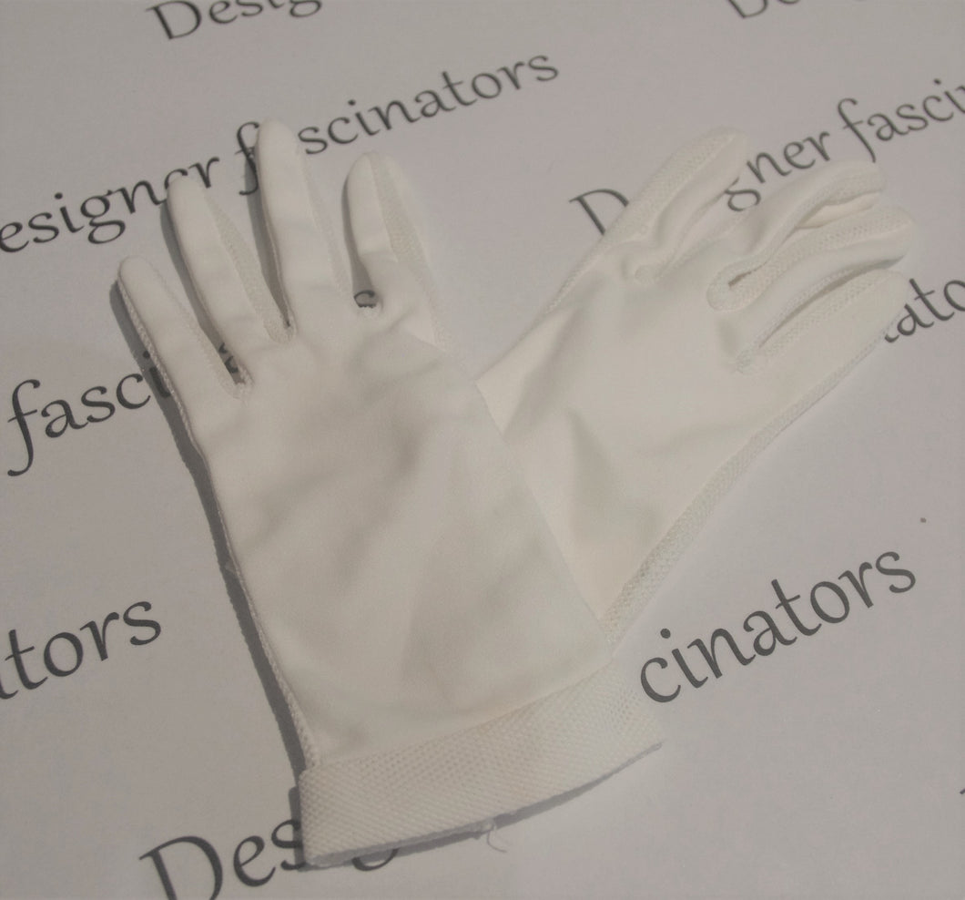 True vintage  very small light cream gloves so elegant Racing fashion  accessories Free postage -  gloves ONLY
