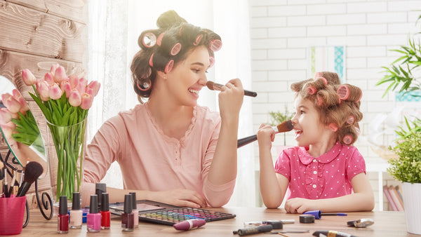 Mother and daughter's adorable makeup