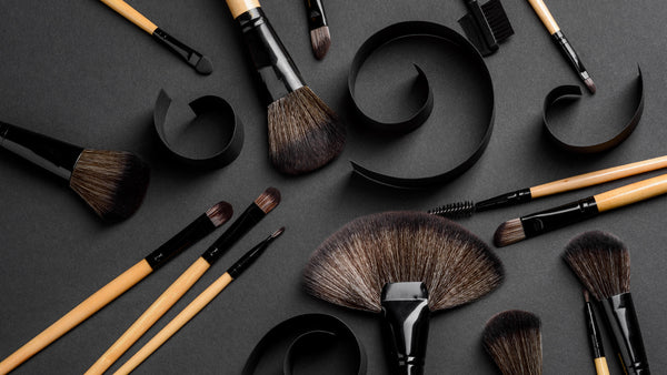 Different brushes for facial makeup