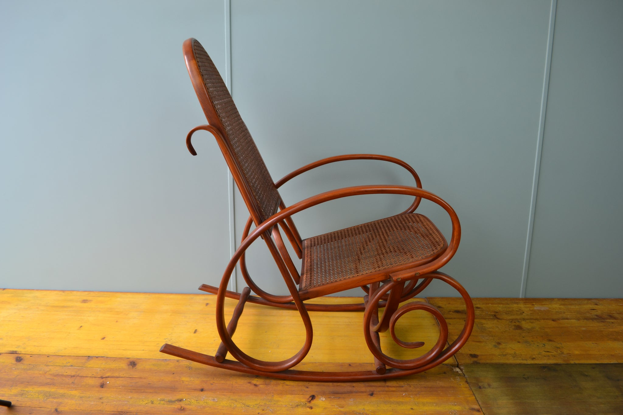 Caned bentwood rocker - Valenti (Spain)