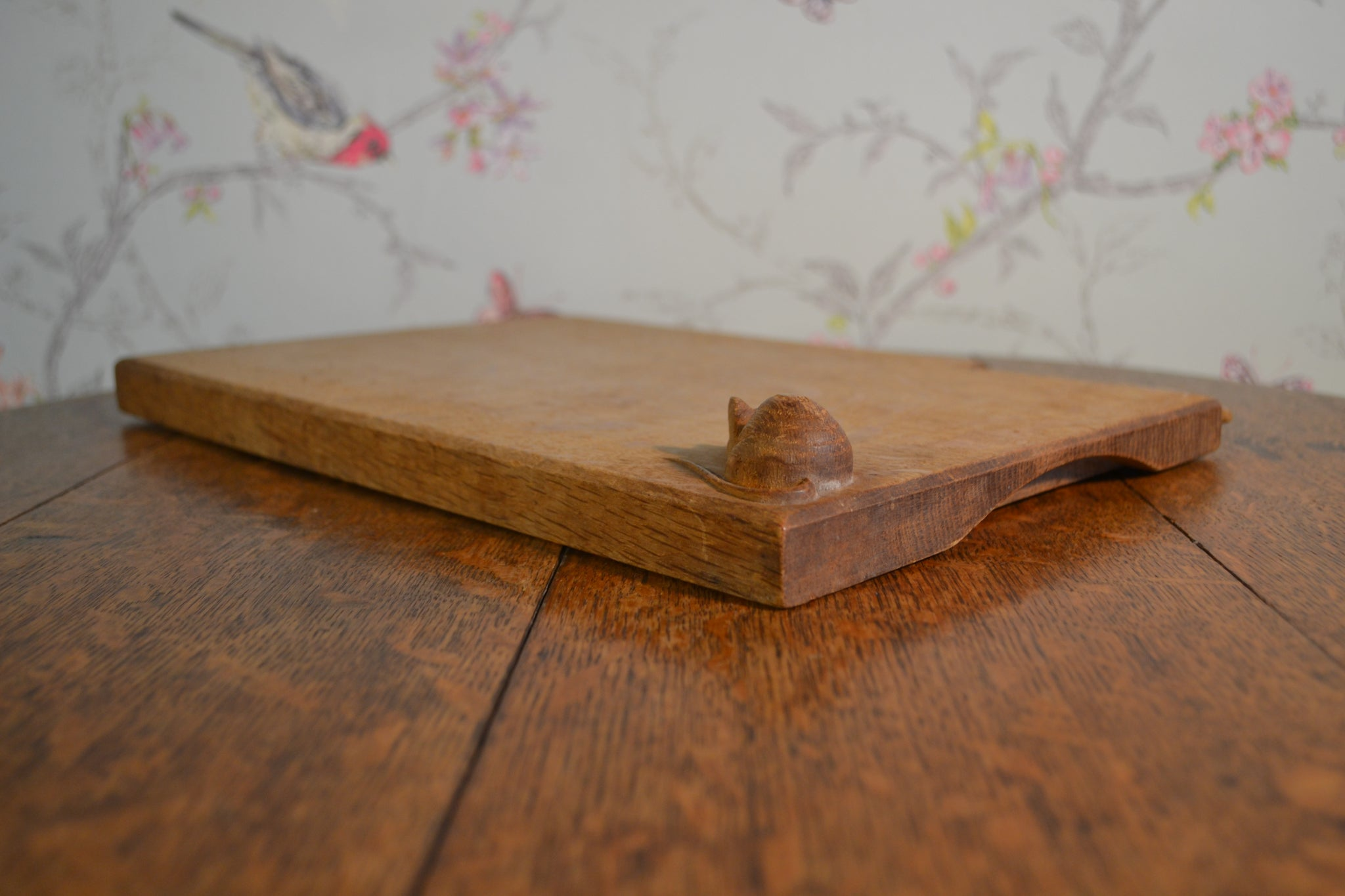 Vintage carved mouse cheeseboard by Ben Oxley of Windsor