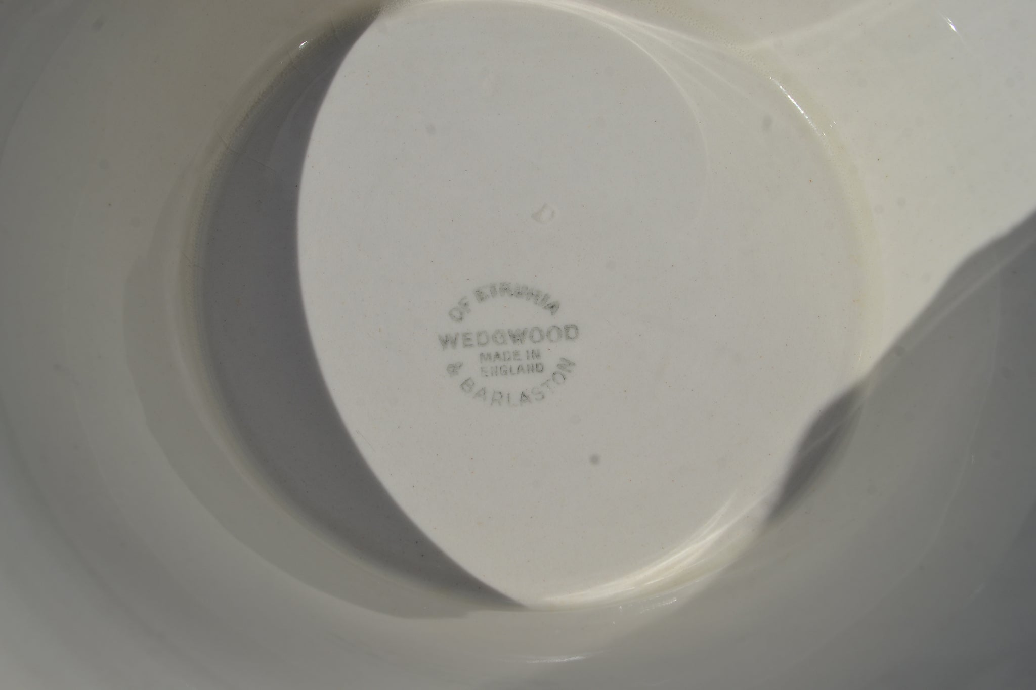 A footed Wedgwood cream ware bowl