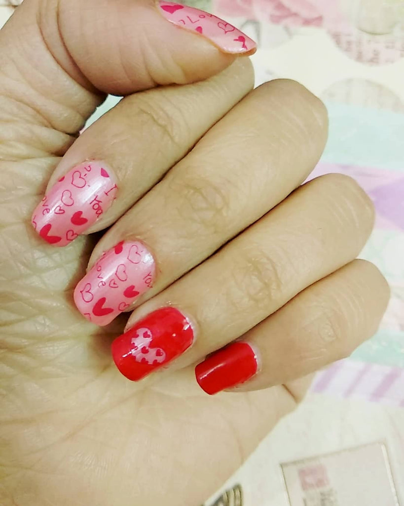 8 Cute & Easy Valentine\'s Day Nail Art Designs Ideas by DeBelle Blog ...
