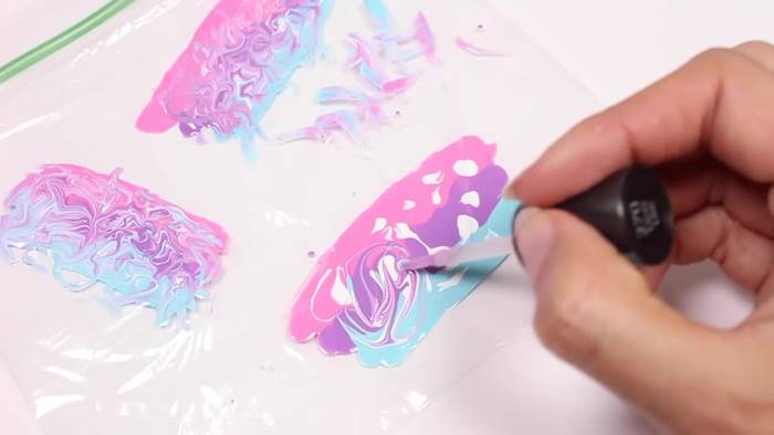Make Water Marble Design On A Plastic Sheet