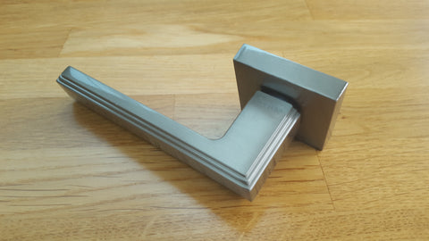Atlantic UK Forme FMS293SN 'Alila' Satin Nickel Art Deco Lever on Square Minimal Rose