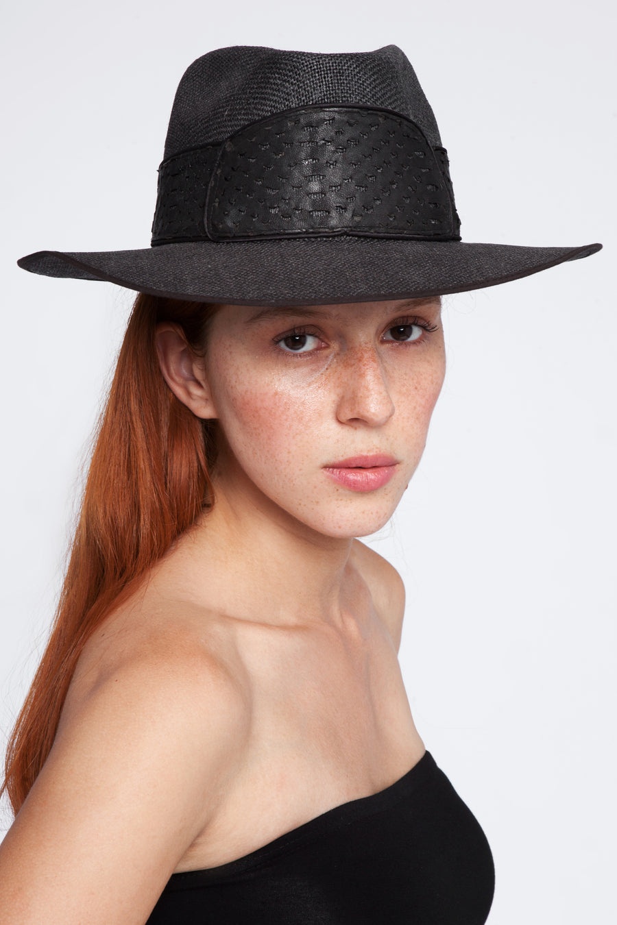 Linen hat with leather