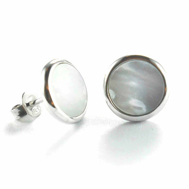 Circle stud silver earring with mother of pearl