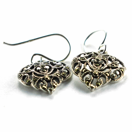 Club pattern silver earring with marcasite