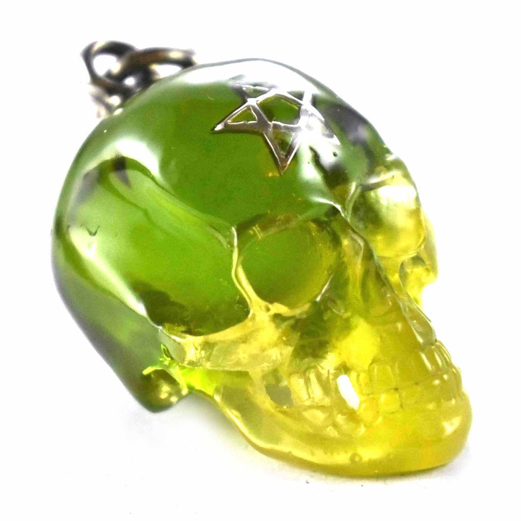 Green color with star pattern silver pendant