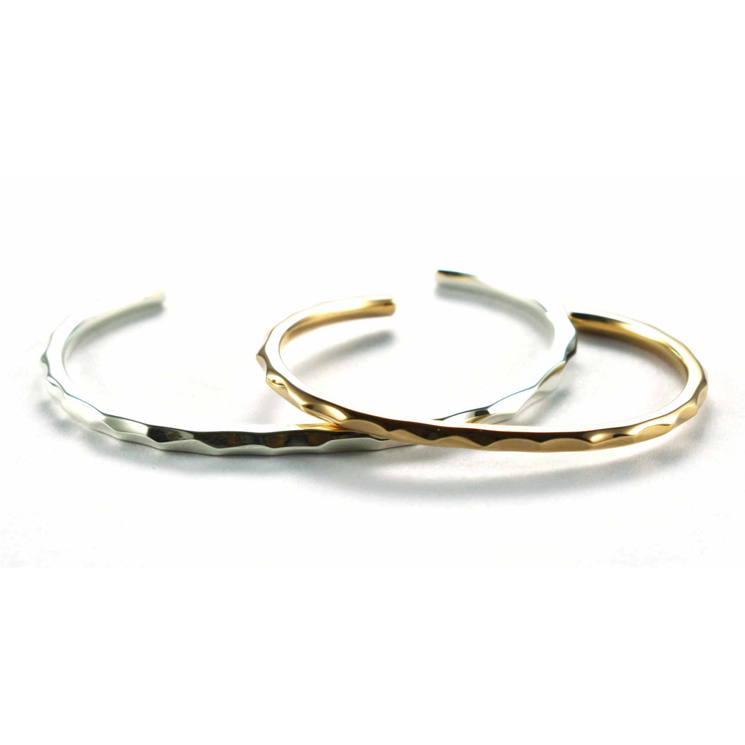 Hammer pattern silver couple bangle with pink gold plating