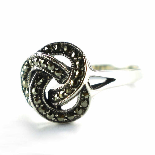 Knot pattern silver earring with marcasite