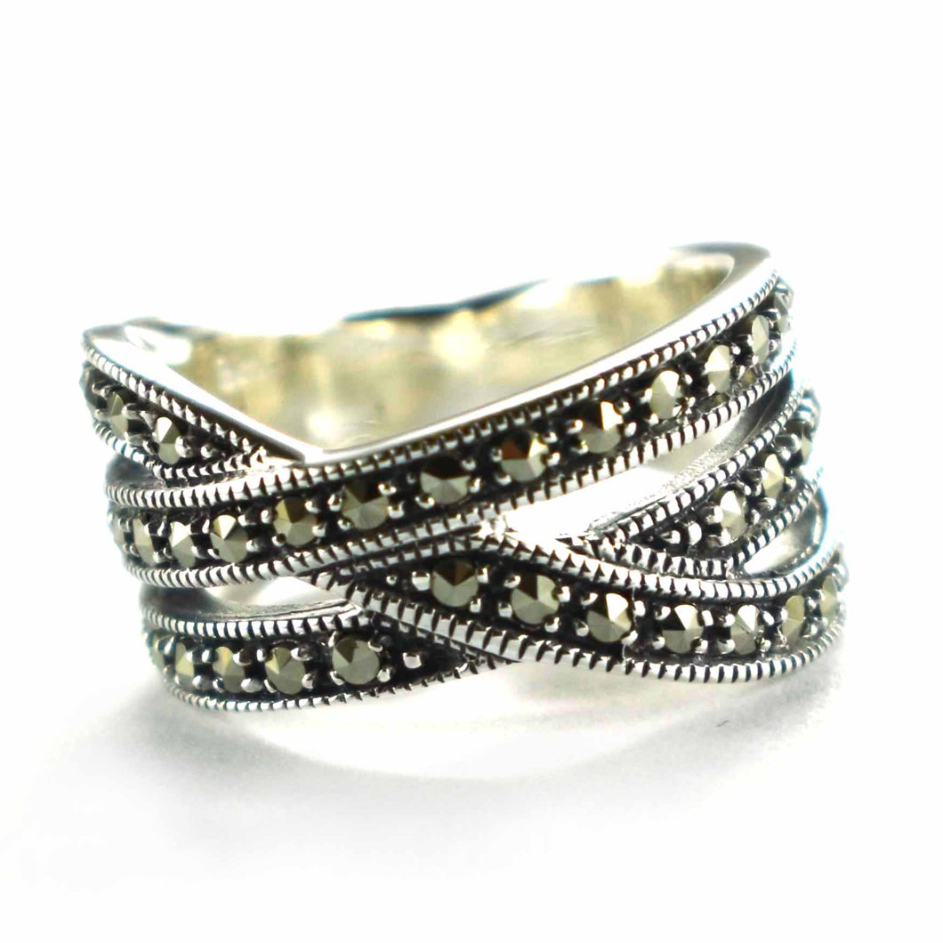 Ribbon silver ring with marcasite