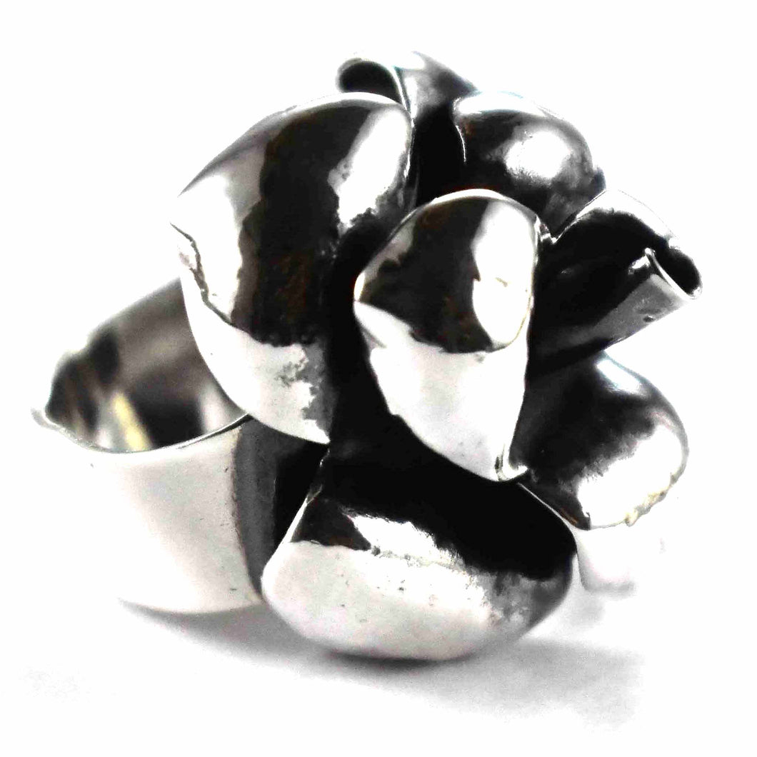 Rose with oxidize silver ring
