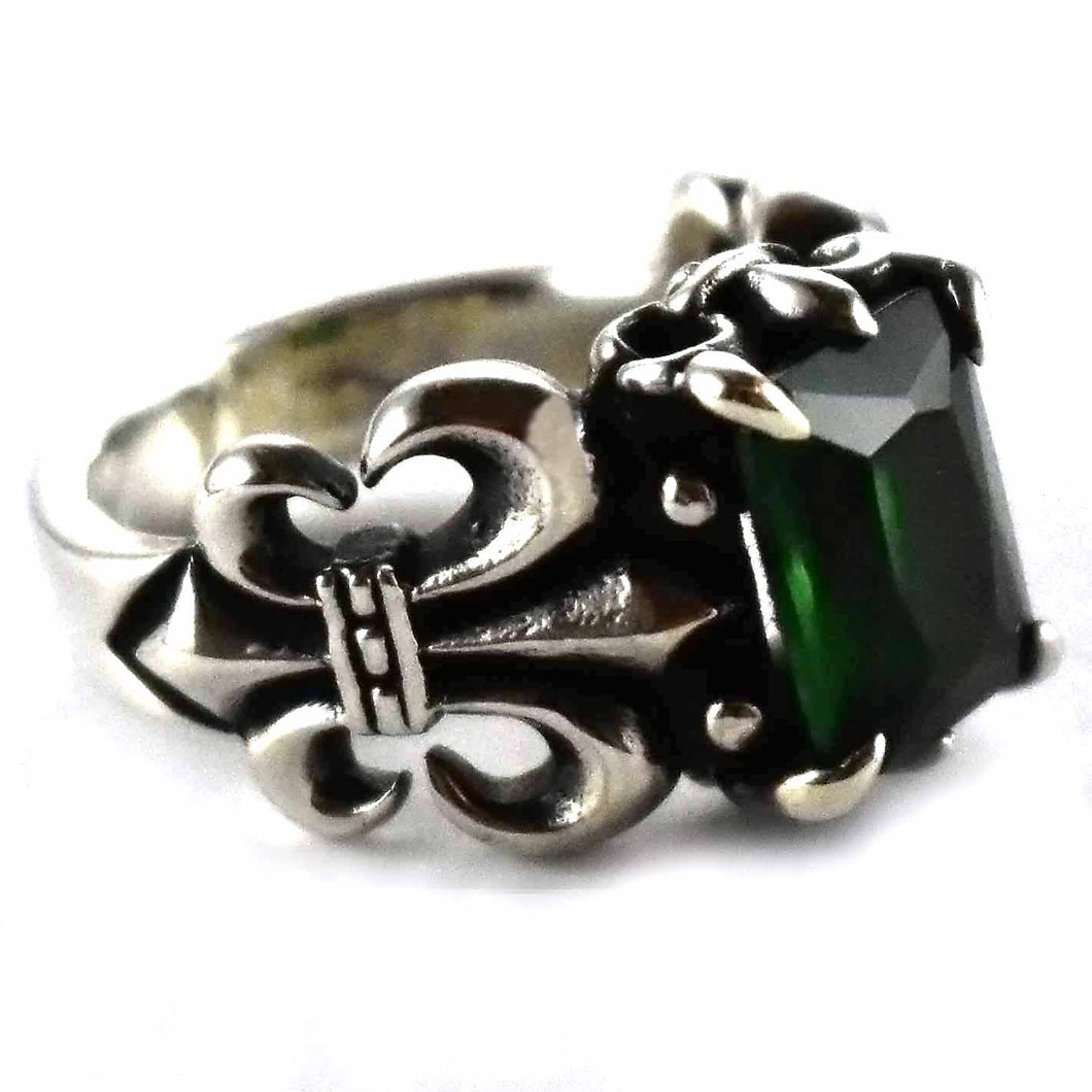 Scout pattern with green cubic zironia silver ring
