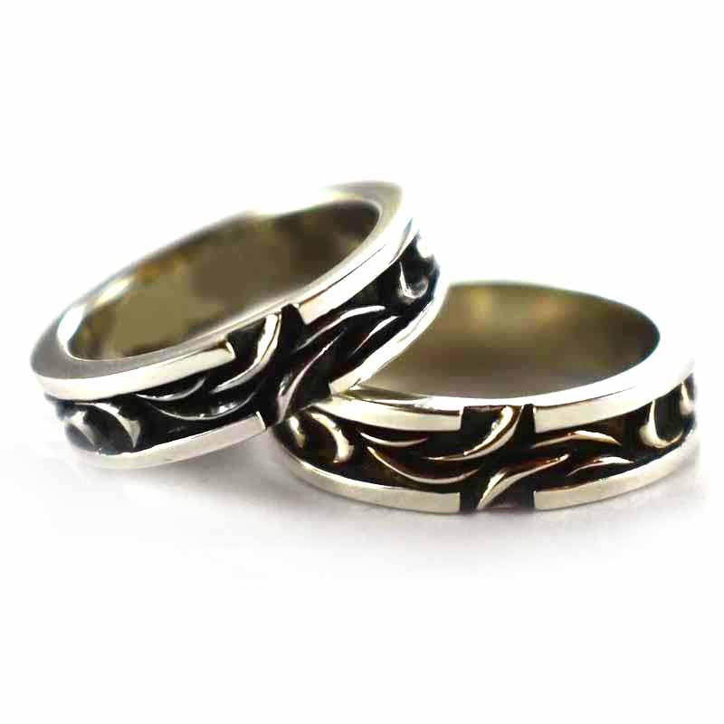 Seagrass pattern with oxidizing silver couple ring