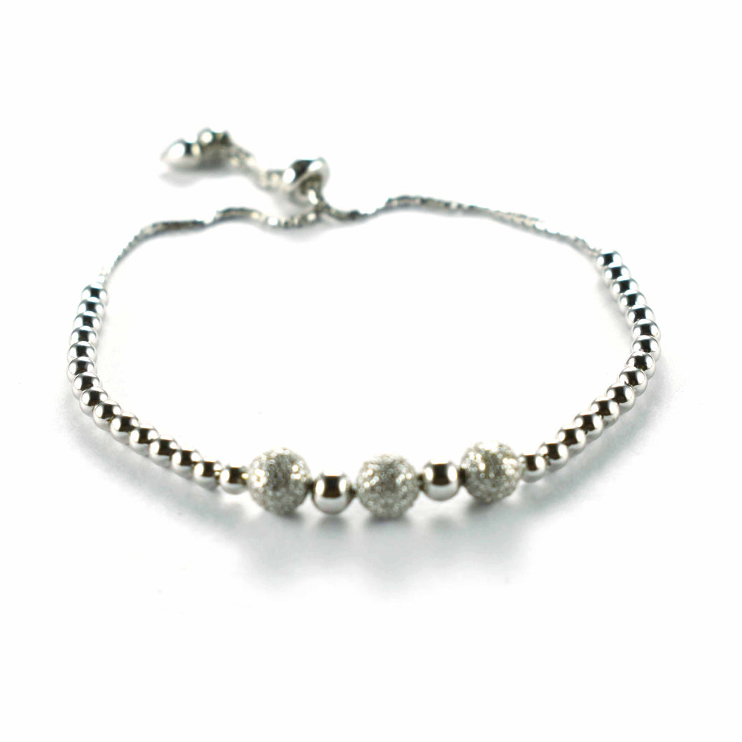 Silver bracelet with diamond cut ball
