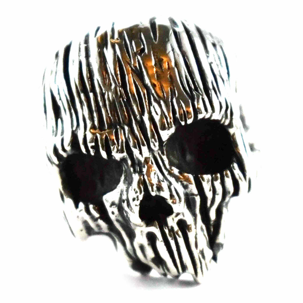 Skull with wood grain silver ring