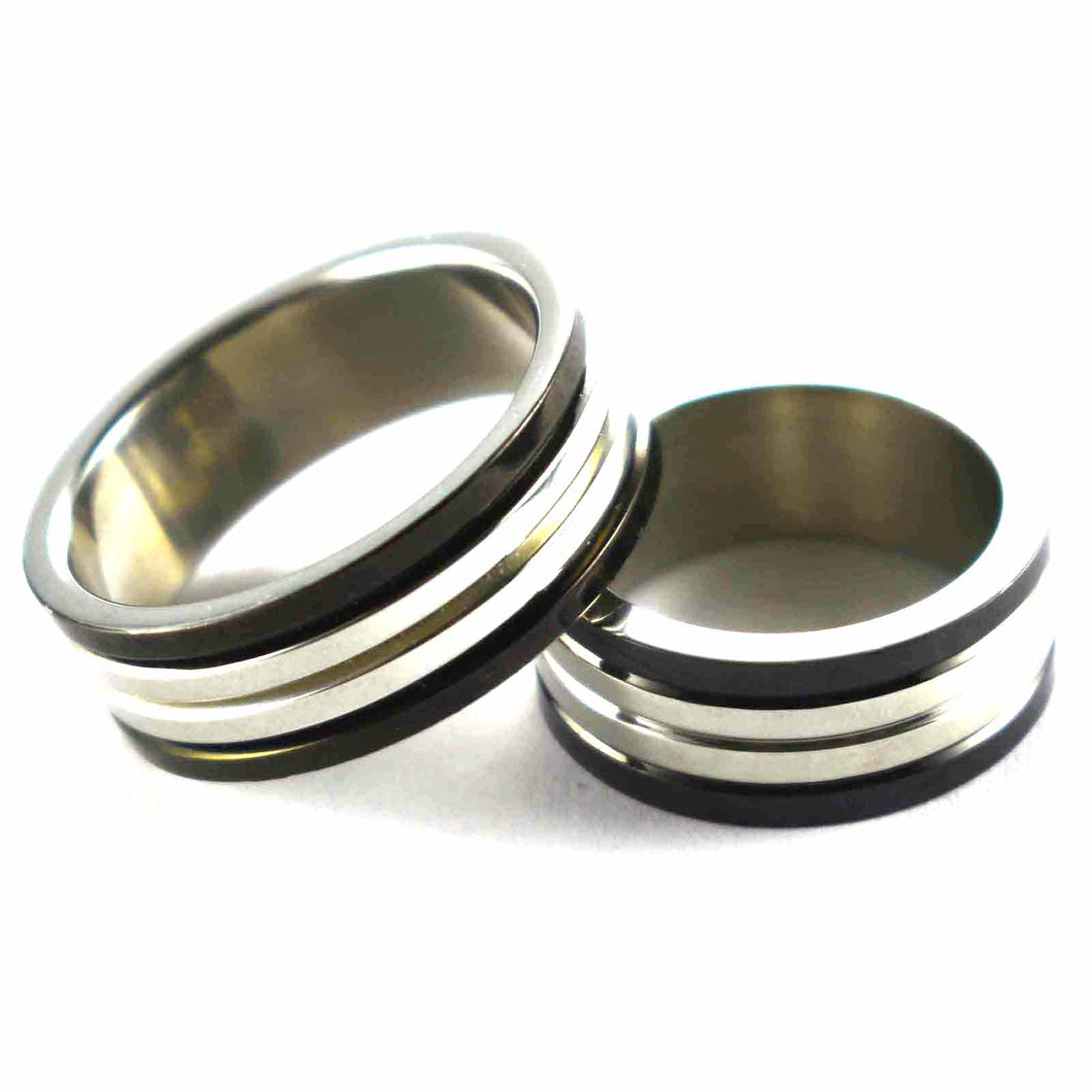 Stainless steel couple ring with line pattern & black plating