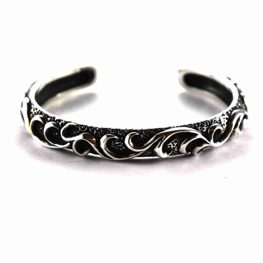 Thorns pattern with oxidize silver bangle