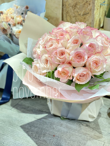 pink garden rose bouquet for valentine day
