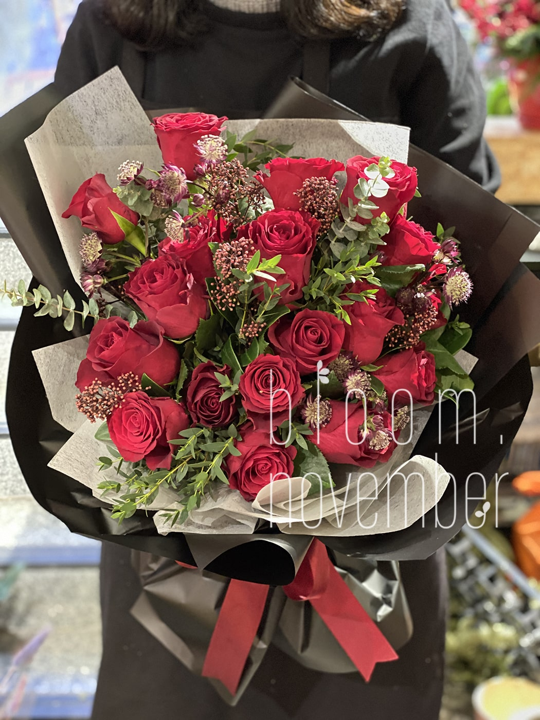 red roses valentine flower bouquet