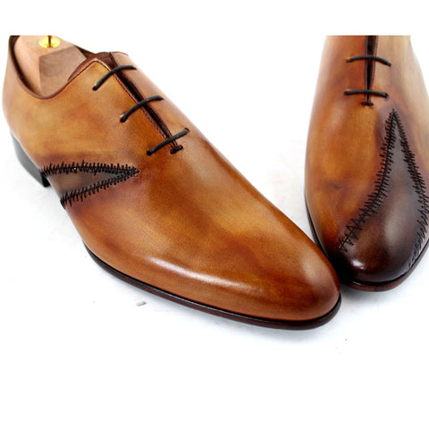 Whole Cut Oxford Lace-Up Men shoes features Patched Design