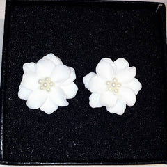 New Trend European Classic Pearl Jewelry White Flowers Gold-color Christmas Gift Day Stud Earrings