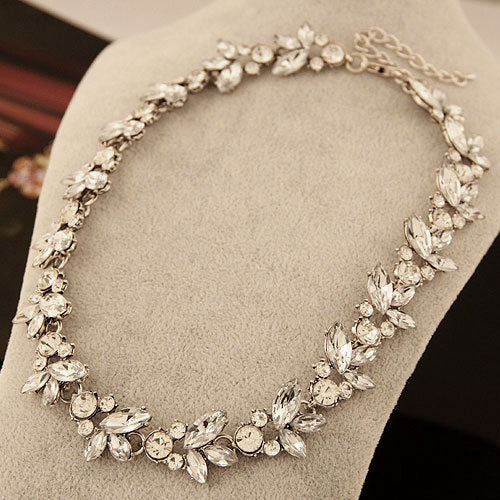 Retro Austria Crystal Rhinestone Choker Necklaces Women Short Chain Flower Pendant Necklace Collares