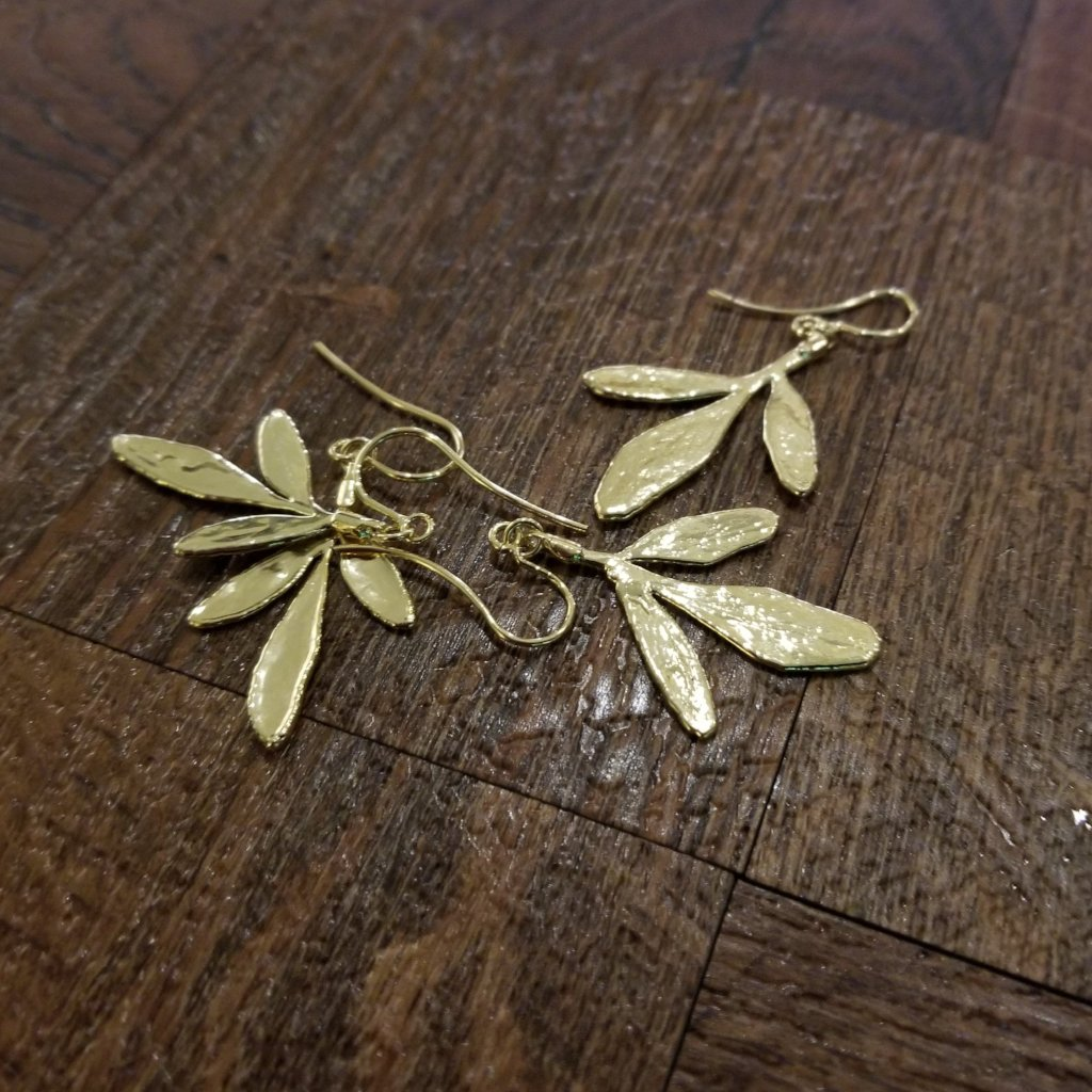 Hook earrings made with Arruda leaf - Simply Nature Bio Goods