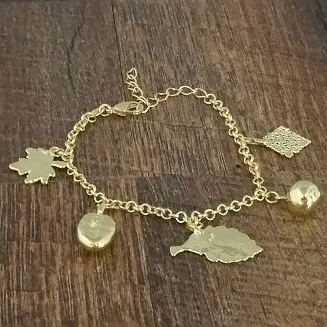 Portuguese Elo style bracelet made with mixed seeds and leaves - Simply Nature Bio Goods