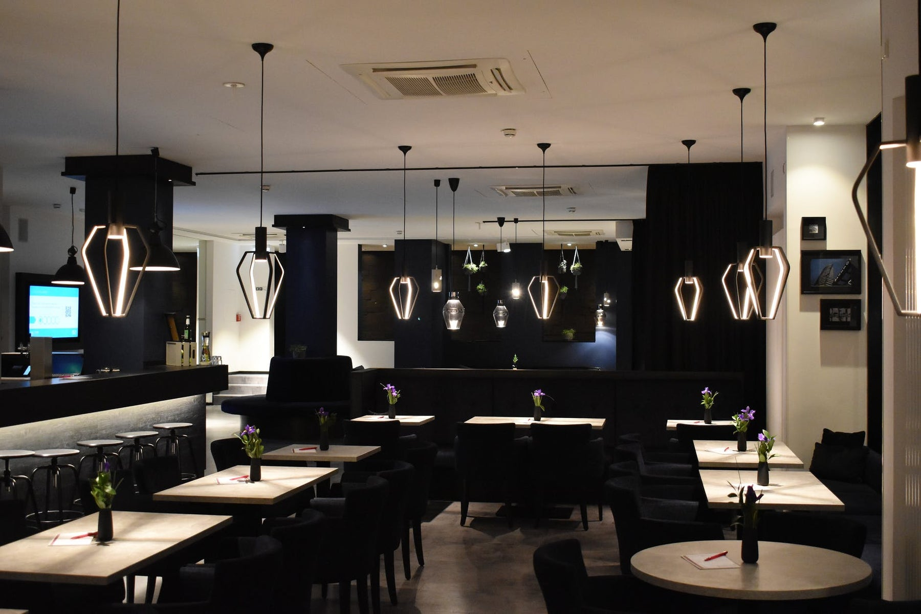How Does LED Lighting Help in Lighting Your Restaurant?