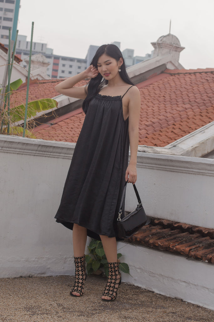 Sleeping Beauty Midi in Black