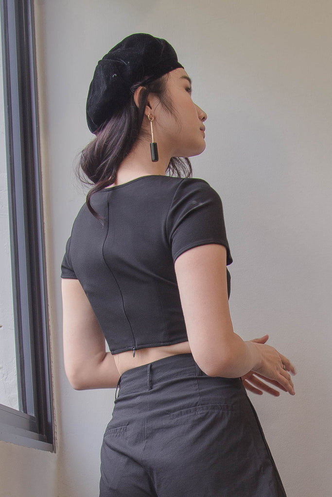Bell Curve Top in Black